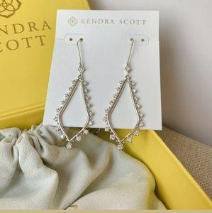 NWT Kendra Scott BEA Drop Earrings in Gold